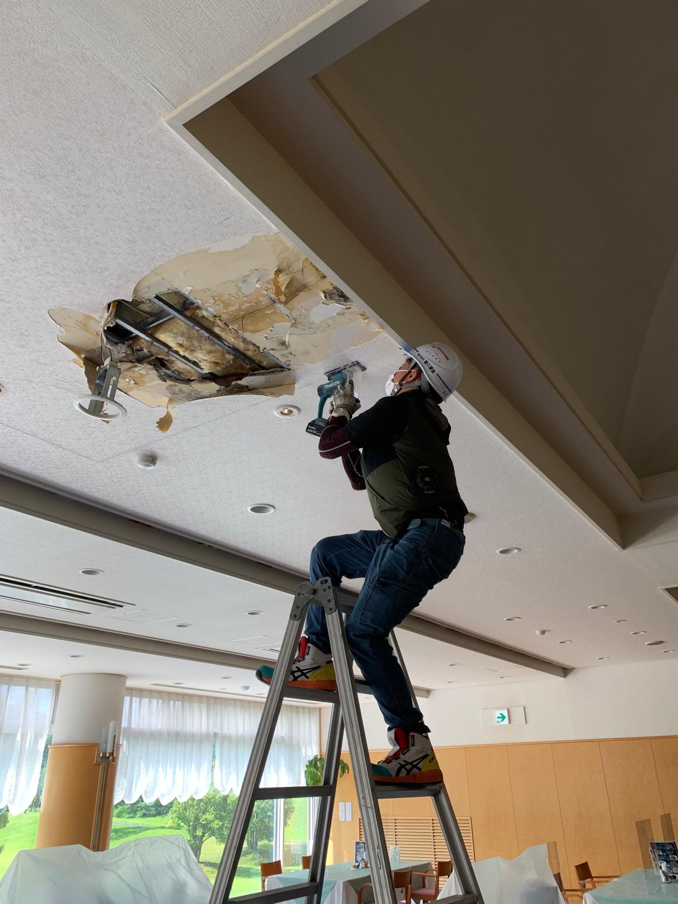 某ゴルフ場レストラン 天井補修工事